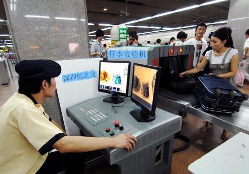 各种行李在X光安检机下的显示图像
