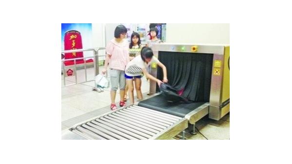 X光安检机上装铅帘是为了防止x射线外泄